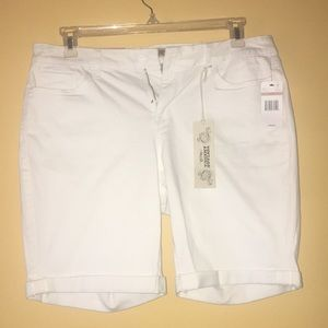 "Pants - ""Vintage America"" White shorts size 12"